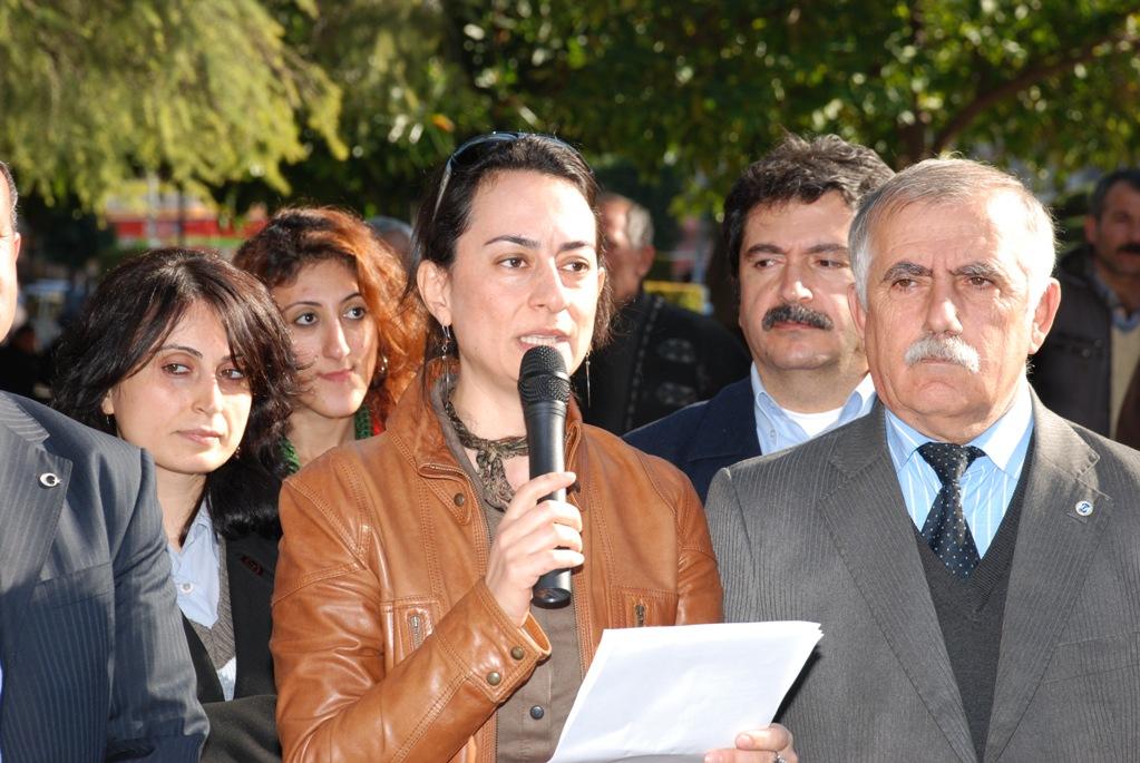 21 Aralık Grev Duyurusunu Yapmak İçin 19 Aralık 2011 Pazartesi Günü Saat 12.30'da İnönü Parkı'nda Basın Açıklaması Yapılmıştır