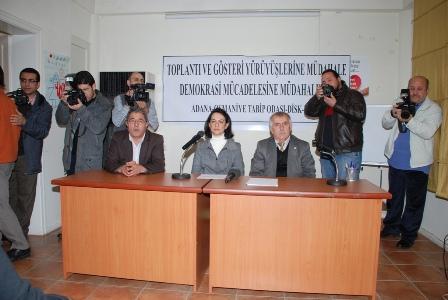 ADANA'DA 21 ARALIK 2011 GREV YÜRÜYÜŞÜ NEDENİYLE SORUŞTURMA AÇILMASINI KINAMAK İÇİN BASIN AÇIKLAMASI YAPILMIŞTIR.