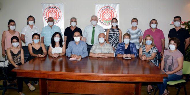 Adana Tabip Odası Yönetimi, Adana Kent Konseyi ile bir araya gelerek Covid-19 pandemisinden kurtulmanın yollarını arayarak, çözüm önerilerini masaya yatırdı.