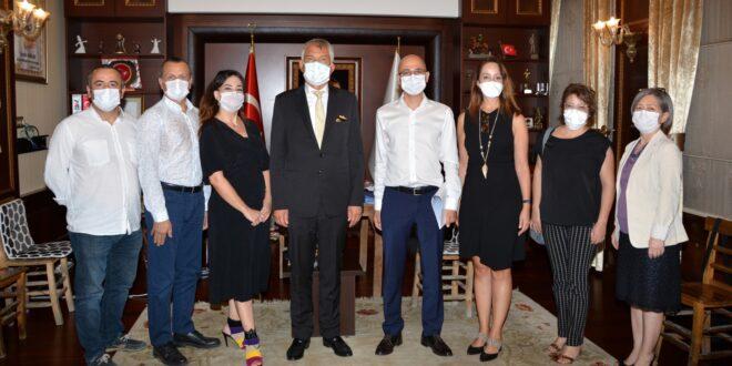 Adana Tabip Odası Yönetim Kurulu üyeleri Büyükşehir Belediye Başkanı Zeydan Karalar'ı makamında ziyaret etti