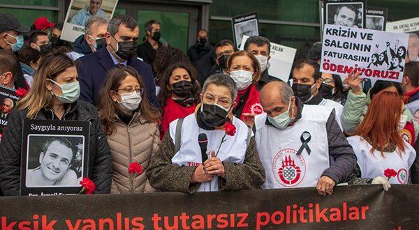 Pandemide Yitirilen Sağlık Çalışanları Birçok İlde Anıldı: Daha Fazla Kayıp Olmaması İçin Toplumsal Sağlık, Demokrasi ve Adalet İstiyoruz