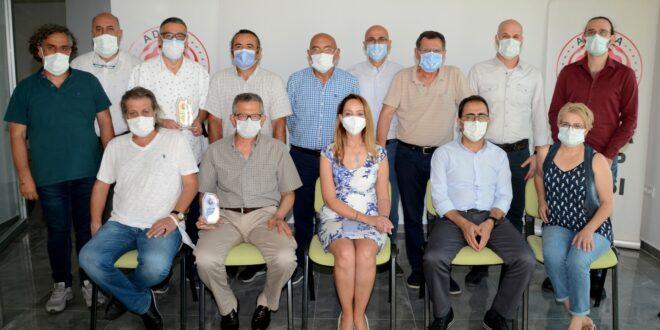 Adana Tabip Odası Yeni Yönetimi Eski Yönetime Plaket Verdi